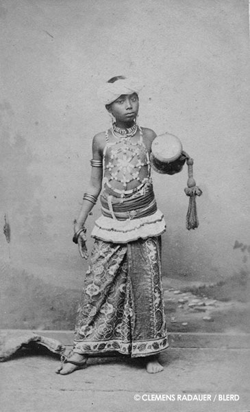 1885: Young Ceylonese in the Hagenbeck show